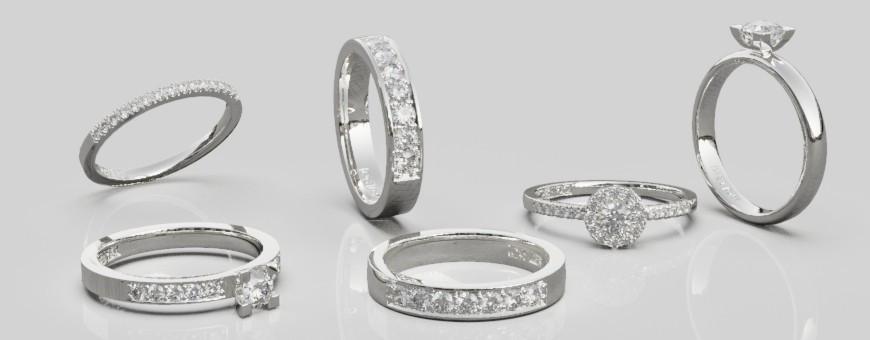 Silverringar med konstgjorda syntetiskt framställda glittriga stenar