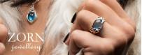 Zornsmycke, vackert smycke skulpterat i silver med sensuell kvinnokropp och manskropp som omfamnar en sten  | Dala Guldsmide
